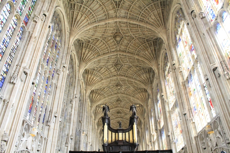 This view is breathtaking, the largest fan-vaulted ceiling in the world. The English are serious with their ceilings. Sophistication at its best.
